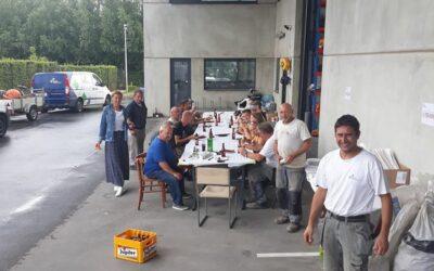 Barbecue voor medewerkers als start van bouwverlof >